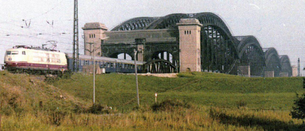 VOR 45 JAHREN: ABSCHLUSS-TEST FÜR HAMBURGER NEUBAU-BRÜCKE MIT ALTBAU-DAMPFLOKOMOTIVEN